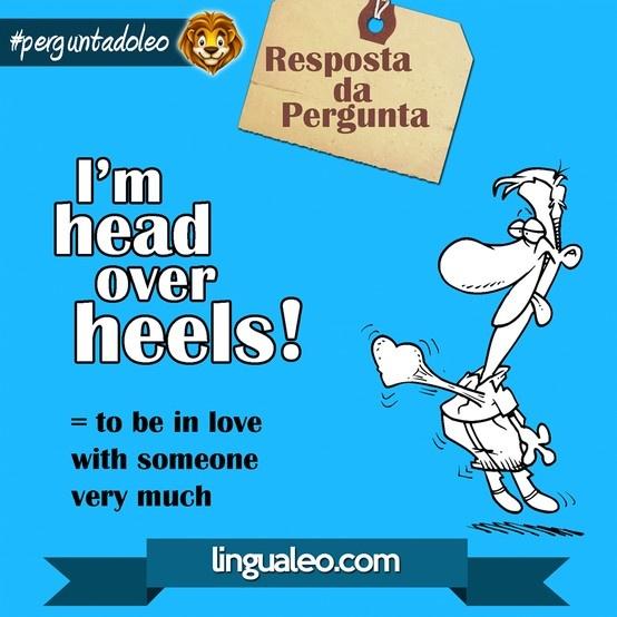 O que significa a expressão I'M HEAD OVER HEELS?
