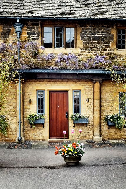 Broadway , Cotswold homes in Broadway all made from famous Cotswold stone.  Sigh.  Beautiful