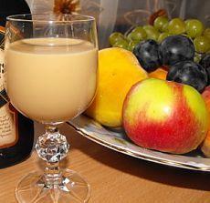 молочный ликер «Дамский коньяк» - отличный вкус, запах, легко пьется и хранится длительное время