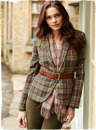 A fresh take on a classic plaid, in unexpected shades of ochre, russet, rose and grey. Our jacket is crafted of virgin wool woven in a tradi...