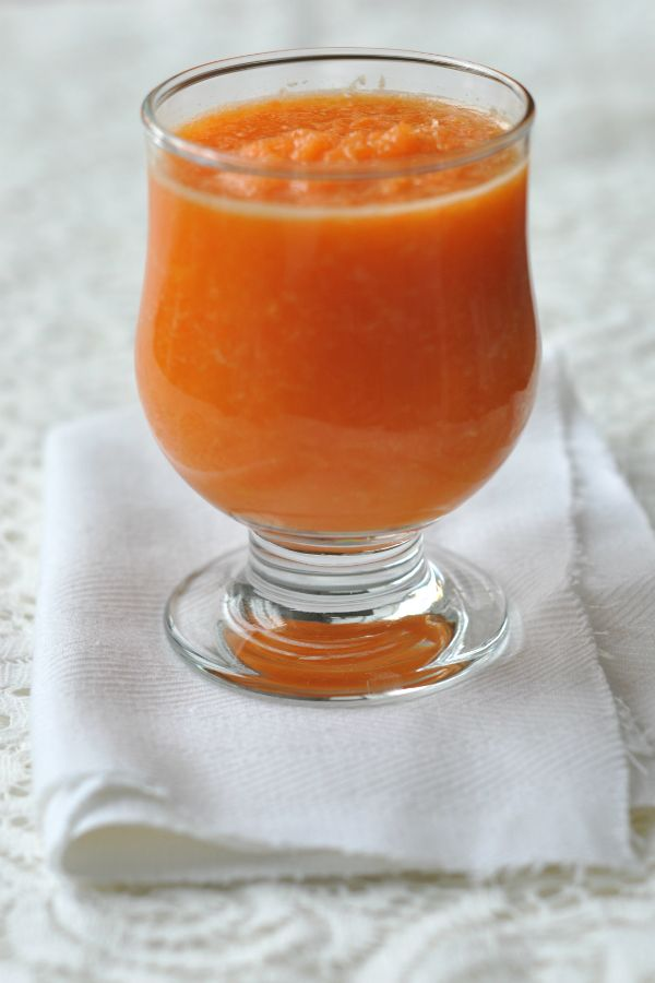 Sárgarépás narancsturmix. A sárgarépa gazdag antioxidánsokban és ásványi anyagokban. A narancs gyomorerősítő, emésztést serkentő, étvágyjavító, vértisztító.