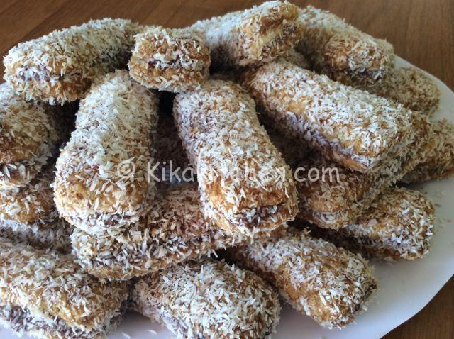 I pavesini nutella e mascarpone sono dei golosi dolcetti da servire freddi, farciti con nutella e mascarpone da guarnire a piacere.