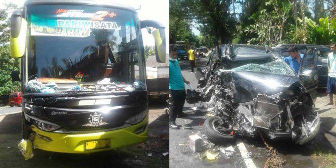 Akibat ingin mendahului kendaraan, adu banteng antara Bus pariwisata dan Avanza pun terjadi.