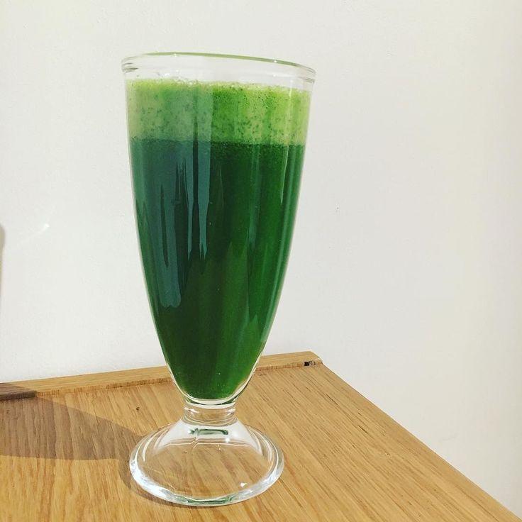 #juice #juicecleanse #kale #apple #celery #ginger #moringa #ジュース #ジュースクレンズ #ケール #りんご #セロリ #生姜 #モリンガ #organicfood #801010 #hclf #vegetalien #vegetarien #veganlife  #ヴィーガン  #オーガニック #ベジタリアン #有機野菜 #igersjp  #rawfood #ローフード #fullyraw #France #Lyon