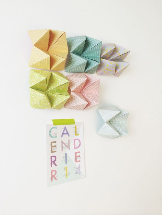 D corer un mur avec des cocottes en papier avec les sets origami kesi 39 art nos produits - Origami decoration murale ...