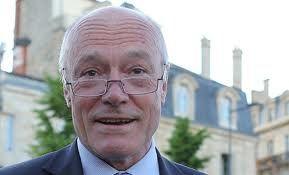A quelques jours du premier tour des élections municipales, les journalistes bordelais ne s'attendaient pas à ce qu'Alain Rousset leur annon...
