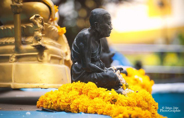 © Tahora Zoher PhotoGraphie - Thaïlande / Bangkok 2017 / Les enseignements du Voyage - N.Clés : Ce qui est frappant, c'est que ni Bouddha, ni Mohammed, ni le Christ n'ont écrit quoi que ce soit eux-mêmes. C.Bobin : Socrate non plus... Sans doute sont-ils...