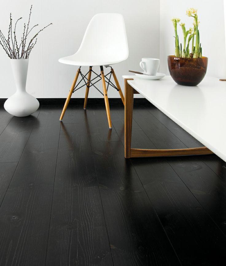 svart golv /svart golvlist Bra nyans fast fult på furu...