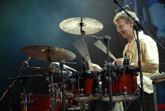 Drummerworld: Bill Bruford                              …