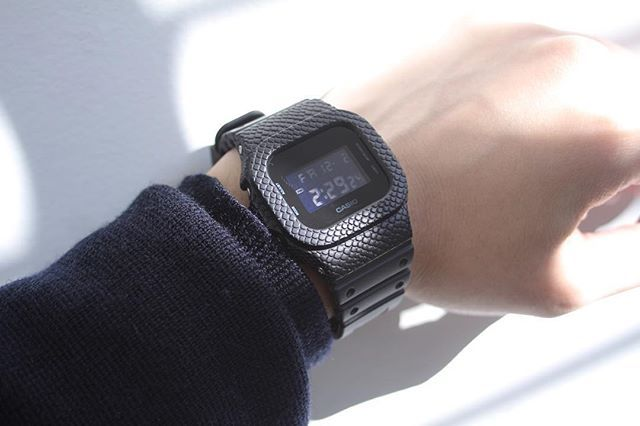 DAMUE G-SHOCK KuroHebi custom オーダーで1点のみ制作した黒ヘビマットエディション。つや消しの効果で主張しすぎず渋い仕上がりです。 www.damue.jp #damue #gshock #casio #ring #bangle #custom #watch #skull #ハンドメイド #時計 #Gショック #ジーショック #メンズ #シルバーアクセサリー #ダミュー