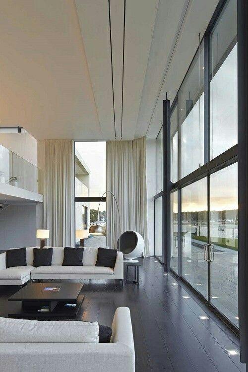 Vidros deixam o ambiente bem iluminado