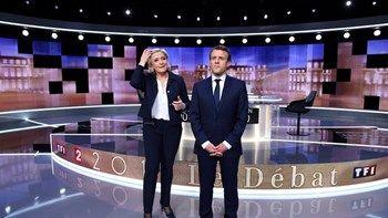 Γαλλία : Ένταση και προσωπικές επιθέσεις σημάδεψαν το ντιμπέιτ Μακρόν-Λεπέν   Η Μαρίν Λεπέν και ο Εμμανουέλ Μακρόν διασταύρωσαν τα ξίφη τους στο στούντιο της κρατικής γαλλικής τηλεόρασης δεχόμενοι τις ερωτήσεις δύο δημοσιογράφων... from ΡΟΗ ΕΙΔΗΣΕΩΝ enikos.gr http://ift.tt/2qth86p ΡΟΗ ΕΙΔΗΣΕΩΝ enikos.gr