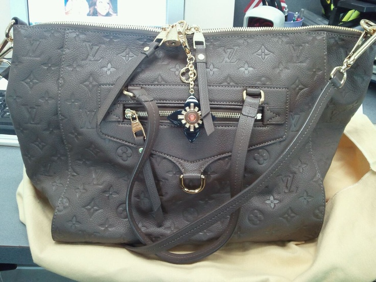 Luis Vuitton Purse for sale... 775-322-2863 for price!