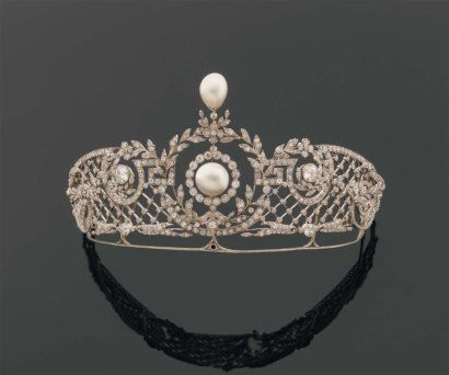Pearl and Diamond Tiara, circa 1890-1900. Scrolls of leaves, garlands, and flowers accentuated with diamonds and button pearls in white gold and platinum. (photo Pierre Bergé & Associés)