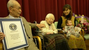 Misao Okawa with her granddaughter and her three-month-old great-grandson.113yrs old. (Photo: Guinness Book of World Records)