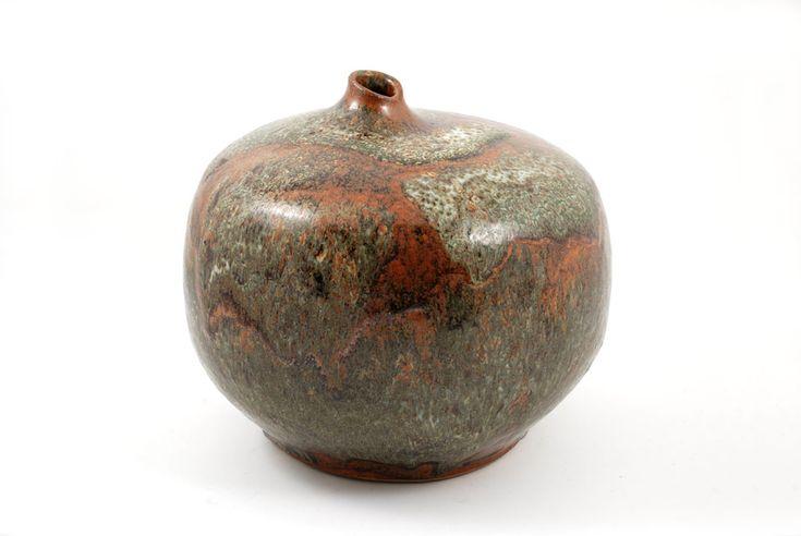 Keramikk vaser og skulpturer i stengods med rennende glasur av den norske kunstneren Erik Pløen ønskes kjøpt. Følger noen eksempler.