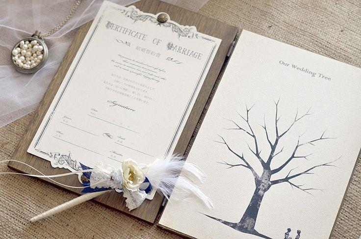 結婚誓約書とウェディングツリーを木製ブックにまとめたお洒落なアイテム。お客様からのご要望も多かった、結婚誓約書とウェディングツリーを一体化した商品です ☆お洒落な木製ブックの片側に結婚誓約書を、もう片側にウェディングツリーを挟みました。結婚