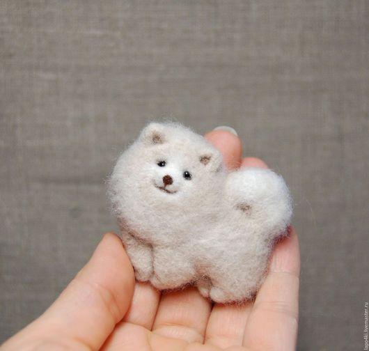 Brooch handmade.  Brooch of felt shpits2.  Natalia Pavlova (Wool paws).  Arts and crafts fair.  Brooch, shpiz, dog of felt