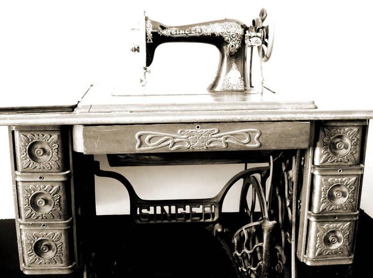 La antigua máquina de coser más requerida. Muebles y detalles de #CanMontmeló