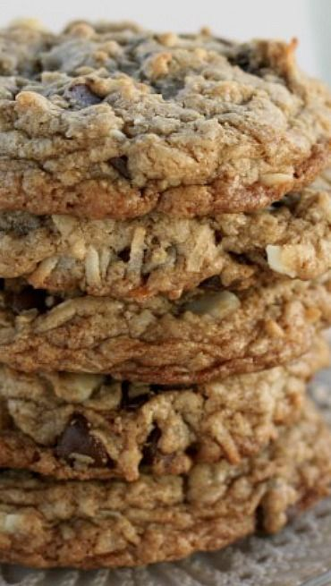 MRS. FIELDS COCONUT MACADAMIA CHOCOLATE CHIP COOKIES