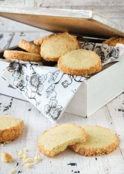Os apetecen unas galletas para el café? estas son deliciosas con el aroma de la canela y las almendras crujientes… Ingredientes: 180 grs. mantequilla, pomada 1 huevo L 1 c/c extracto de vainilla (casero) 100 grs. azúcar glas 300 grs. … Sigue leyendo →