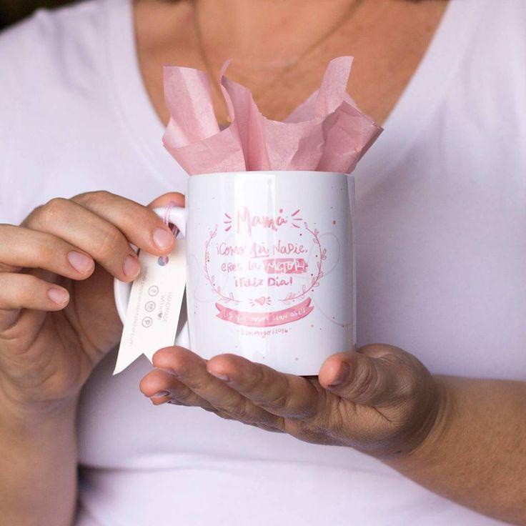 ¡ATENCIÓN! ¡ATENCIÓN! ¡De mamá no nos olvidamos nunca! Tenemos estas bellezas de tazas para que se la regales a el ser más especial de tu vida ¡Feliz día mamá!  Recuerda: Si hay algo que te gusta y lo quieres, escríbenos por inbox o a info@peppermintatelier.com o por whatsapp 301-422-2622 o al 300-844-1338, tenemos envíos a toda Colombia :) #ProductosPeppermint #Colombia #Cartagena #TiendaOnline #Conceptstore #shop