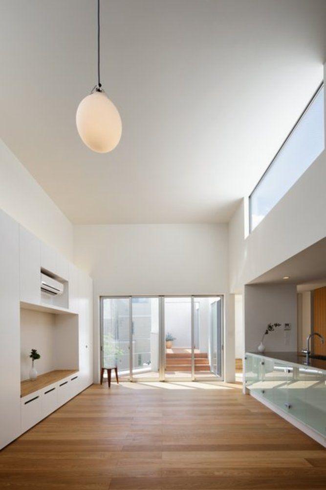 都心部において広い敷地内に駐車場スペースをできるだけ残しながら、より良好な内外の空間を創りだしたプロジェクトです。音楽室と母屋、日常の空間と非日常の空間を明快に分けながらも、つかづ離れずの関係を維持し、程良いパイプで程良く繋がっている状態を創出しています。  http://www.atelier-spinoza.com/works/1private_house/16tarumachi/01.html http://www.houseco.jp/work/detail/12795/146633 http://www.facebook.com/photo.php?fbid=391416330923405&set=a.178282558903451.43091.100001651246673&type=1&theater http://www.facebook.com/photo.php?fbid=396749713723400&set=a.178282558903451.43091.100001651246673&type=1&theater…