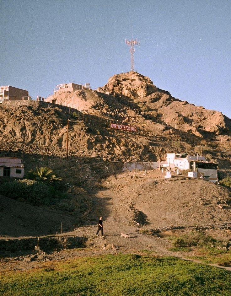Atât Andermatt, cât și Gran Canaria sunt niște vestigii care simbolizează moartea unei generații de turism.