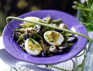 Das Rezept für Blauer Kartoffelsalat mit Thunfisch und Dijoncreme und weitere kostenlose Rezepte auf LECKER.de