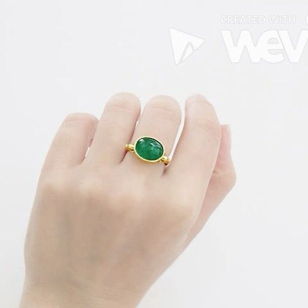 Our18ct Yellow Gold Emeral Ring contains an Oval Cabouchon Emerald, also know as the freeRange swivel ring. Emeralds, the birthstone of May, carries a rich green color and radiates a beautiful vivid tone. They are considered to be a symbol of rebirth and love. Emeralds are the rarest gemstones and are typically mined in Colombia, Brazil, Afghanistan and Zambia.