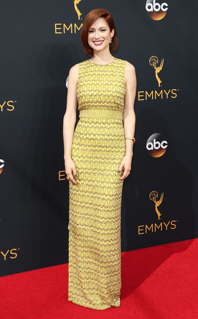 2016 Emmys: Ellie Kemper is wearing a yellow Jenny Packham dress. The pattern on this dress is fun!