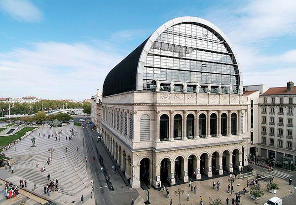 Jean-nouvel - extraordinaire opéra de Lyon. // La Ópera de Lyon, también conocida como Ópera Nouvel en Lyon, Francia es la sede de la Opéra National de Lyon.  Entre 1985 y 1993 el arquitecto Jean Nouvel realizó el rediseño del edificio original de la ópera inaugurado en 1831 concebido por Jacques-Germain Soufflot, creador del Panthéon de París.