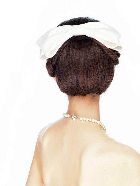 リボンボンネとクラシカルヘアで愛らしい花嫁に/Back