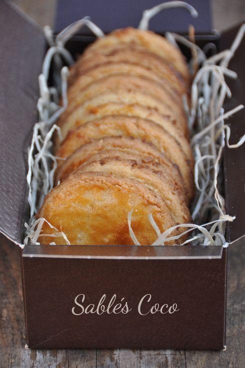 Tous à croquer ! Recette pur beurre pour ces biscuits sablés à la noix de coco « faits maison ». Et puisqu'il y en faut pour tous les goûts, je vous laisse ma petite sélection de bons sablés en version sucrée ou salée, extraite des blogs gourmands que...