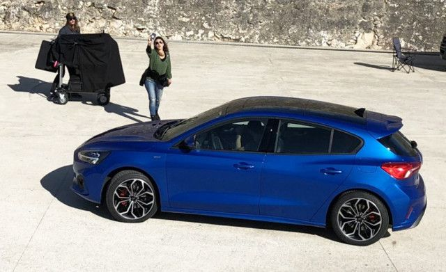 A completely undisguised 2019 Ford Focus hatchback has been snapped during what looks to be an official photo shoot. The photo, from Hungarian website Vezess, shows a stylish design with proportions similar to a key rival overseas, the Opel Astra. Ford is expected to launch the new Focus soon, as the latest prototypes are wearing barely any camouflage gear…