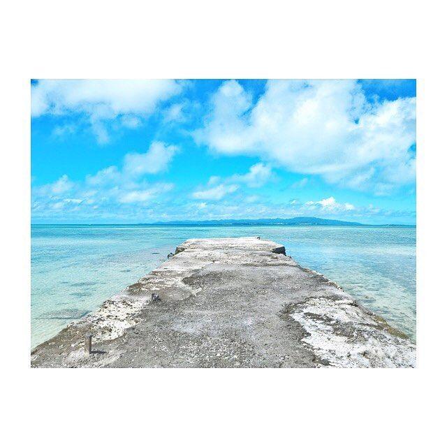 【sachildz】さんのInstagramをピンしています。 《🐠 竹富島の西桟橋〜! 青空に透き通った海に… きれいすぎた( i _ i )💗 . #竹富島 #沖縄 #石垣島 #西桟橋 #海 #instatrip #私の夏休み #明日でおしまい》