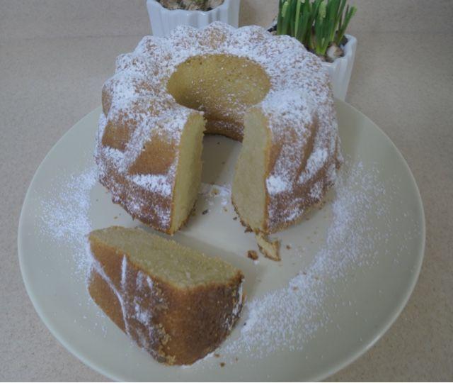Gestern habe ich einen leckeren Tiramisu Kuchen gebacken. Ich habe Weihnachten eine Flasche selbstgemachten Tiramisu Likör gesch...