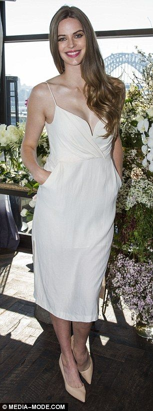 Robyn Lawley flaunts her curves in a flirty white frock