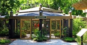 Discover the things to see and do in Hilton Head including the beautiful gardens, butterfly exhibit, historic buildings and outdoor learning environments.