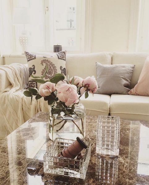 Brunt marmorbord Jaguaren. Soffbord, bord, marmor, brun, svart ram, möbler, inredning, vardagsrum. http://sweef.se/bord/408-jaguaren-soffbord-i-marmor-50x50cm.html