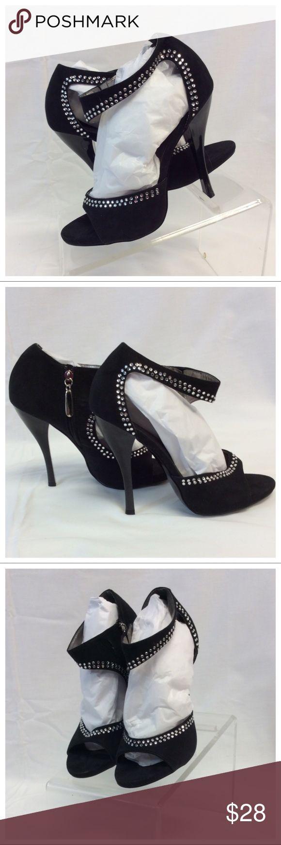 """ROBERTO DURVILLE Open Toe Sequined Heels ROBERTO DURVILLE Open Toe Sequined Heels, Size 6, suede, 4 1/2"""" Heels, 4"""" side zipper. 0622 Roberto Durville Shoes Heels"""
