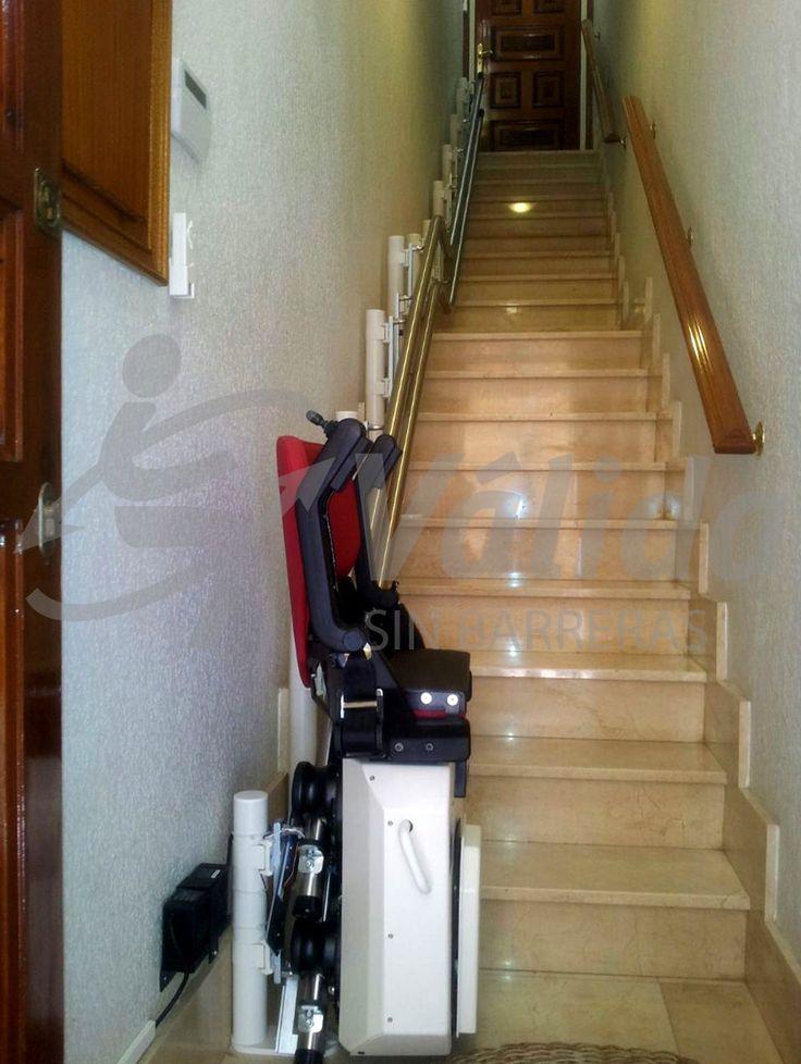 Devotus silla salvaescaleras instalada en una escalera de for Escalera un tramo