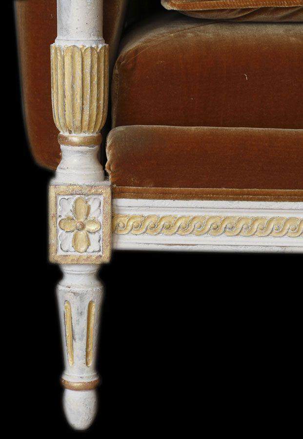 louis xvi banquette lit bl2 in montfort finish f19s upholstered in de gournay s honey. Black Bedroom Furniture Sets. Home Design Ideas