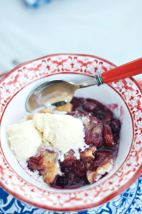 Mixed Berry Cobbler | ReluctantEntertainer #LaborDay
