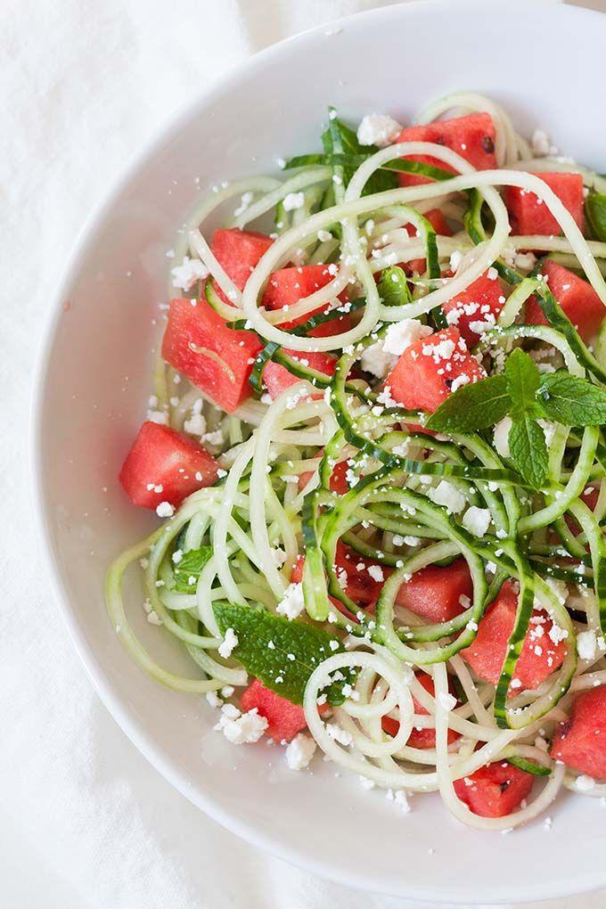 Wassermelonen-Feta-Salat mit Gurken-Spaghetti. Schnell, einfach und herrlich erfrischend - Kochkarussell.com