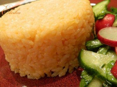Гарнир из риса с томатной пастой и сыром