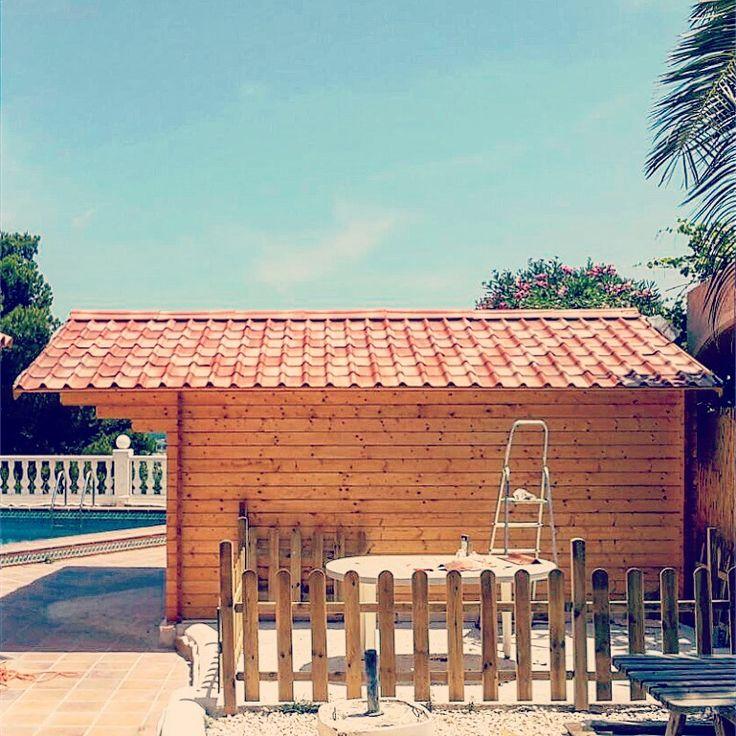 Detalle del techo de esta casa de madera techado de tejas for Tipos de techos de tejas