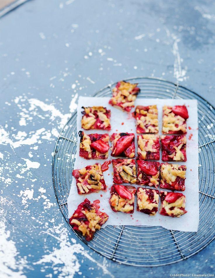 Carrés de crumble fraise-rhubarbe