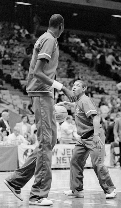 Manute Bol and Muggsy Bogues face off.  Bol was 7'6'' and Bogues was 5'3''.