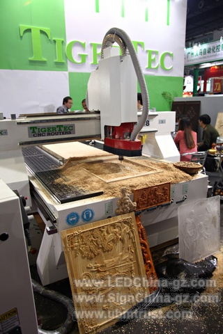 SIGN CHINA 2013 Bending machine. Pease visit www.SignChina-gz.com to find out more details.